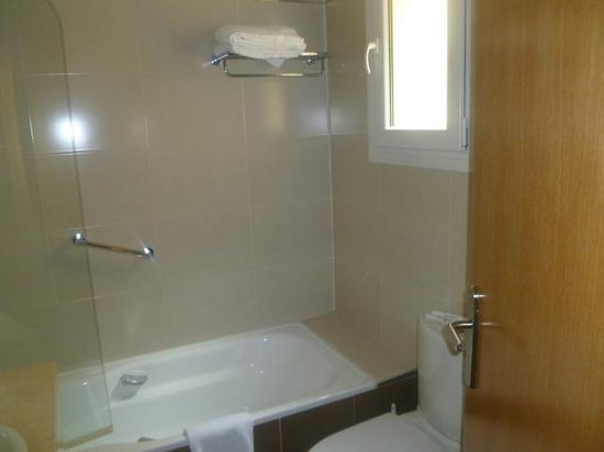 Hotel Ganivet: Bathroom