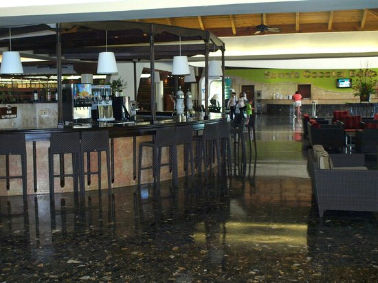 Sirenis Punta Cana Resort Casino & Aquagames: Bar lobby