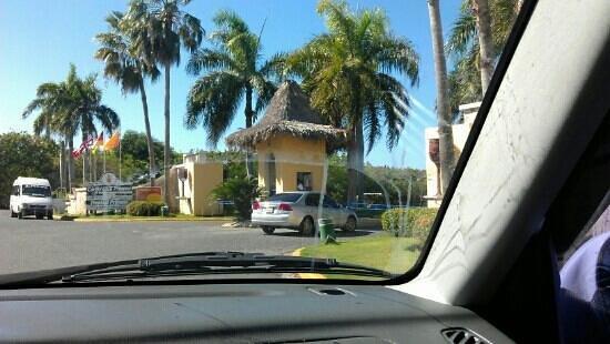 Tropical Princess Beach Resort & Spa: entrada..