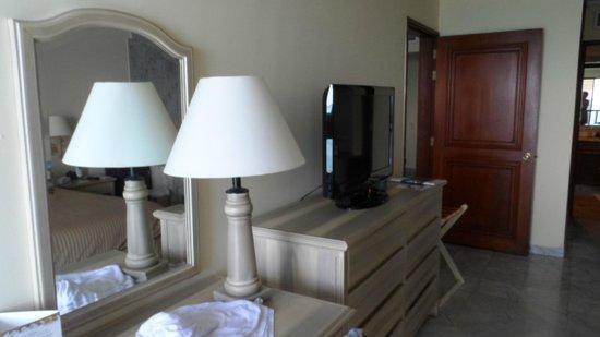 GHL Hotel Sunrise: tv habitacion principal