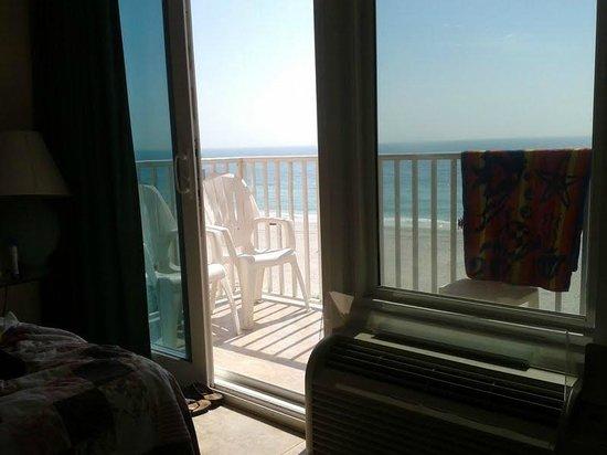 Island Inn: Tinted Windows