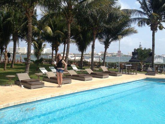 Suites Sina: Pool area, facing the marina