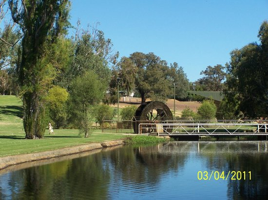 Brookside Budget Accomodation & Chalets: The Old Waterwheel & picnic park in Gingin