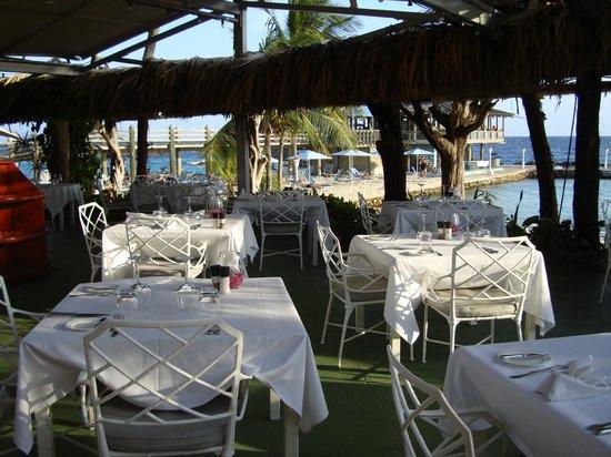 أفيلا هوتل - كوراساو: Dining on the terrace