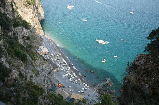 La Pergola Hotel: Beach from High up
