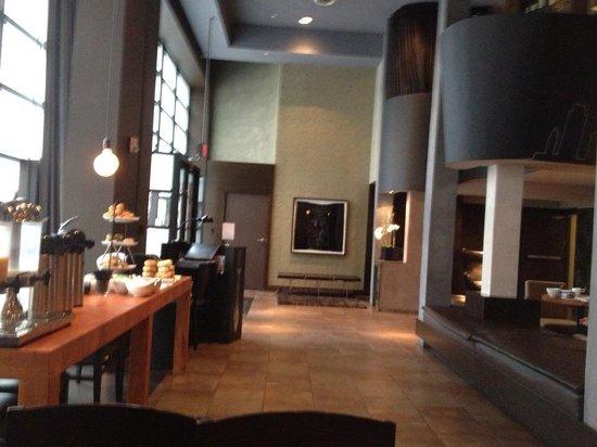 O Hotel: breakfast @ lobby