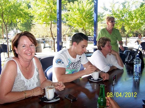 Brookside Budget Accomodation & Chalets: Enjoying a Cappaccino at the C.U.Cafe Gingin