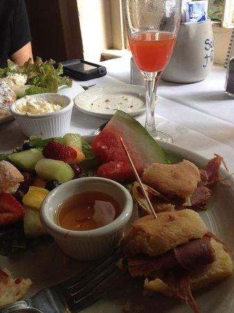 Science Hill Inn Dining Room: Half devoured lunch
