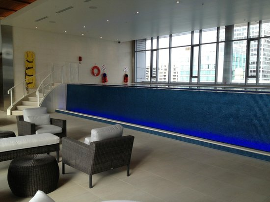 The Ritz-Carlton, Montreal: Top floor Pool