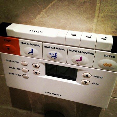 The Ritz-Carlton, Montreal: Best Toilet Ever