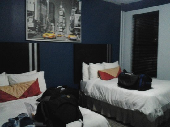 Broadway Hotel and Hostel: Room