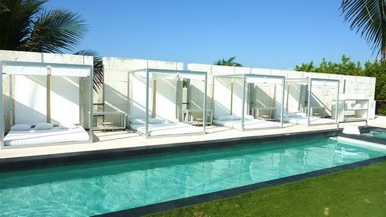 Blue Diamond Luxury Boutique Hotel: pool beds