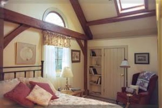 The Brass Bed B&B: West Room