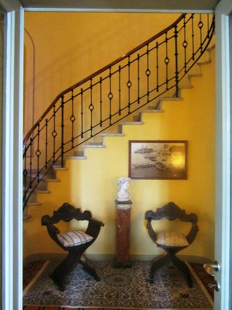 Villa Torretta: Ornate Staircase To Upstairs Rooms