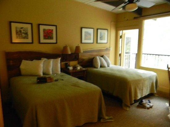 Yosemite Valley Lodge: 3523 Maple renovated room