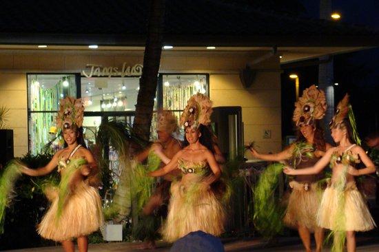 The Shops At Mauna Lani: Wahines