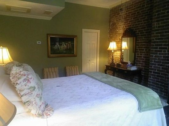 Savannah Bed & Breakfast Inn : The Holly Room