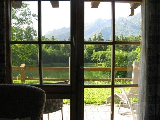 Hotel Gablerhof: Вид из номера на озеро и горы