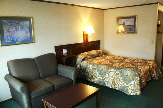 Budget Host Inn Circleville: Double Bed Guest Room