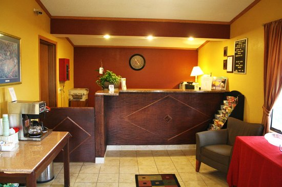 Budget Host Inn Circleville: Front Desk