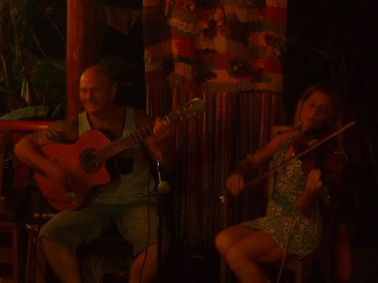 al chile viola: monday and friday live music