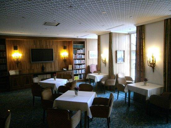 Hotel Stefanie : Blick in die Bibliothek
