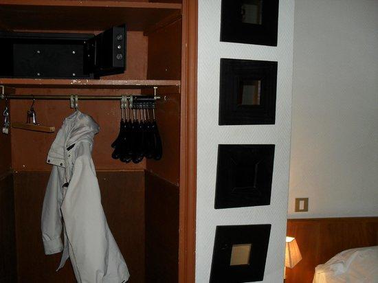 Hotel Wallace: garde-robe sans porte