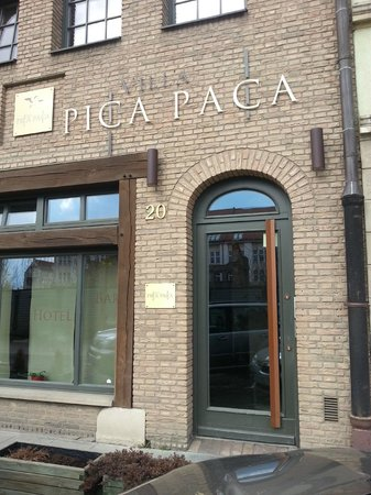 Pica Paca Hotel: From the outside