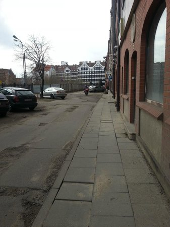 Pica Paca Hotel: Street in fron of hotel