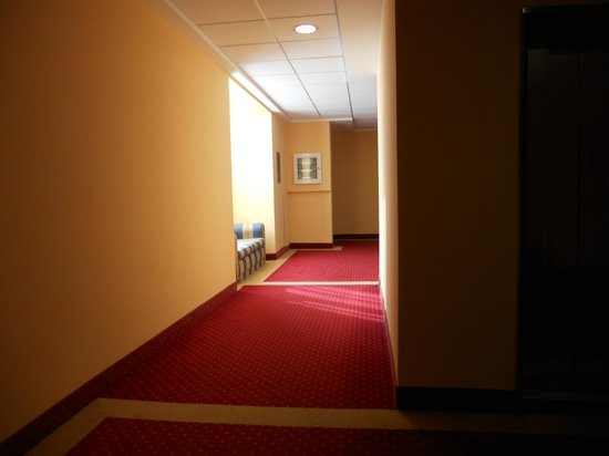 Columbia Terme Hotel: couloirs chambres