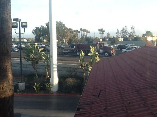 La Quinta Inn Costa Mesa Orange County: View of the freeway from our room.