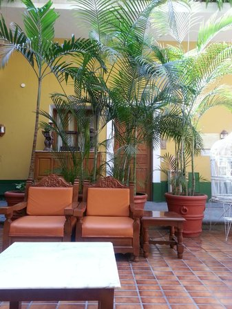 Hotel San Francisco Plaza: Relaxation area on main floor