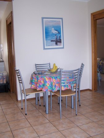 Quarantine Bay Beach Cottages: Meals area