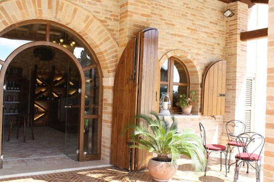 Cantina dei Monti: Outside the Tasting room