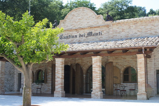 Cantina dei Monti: The Cantina front side