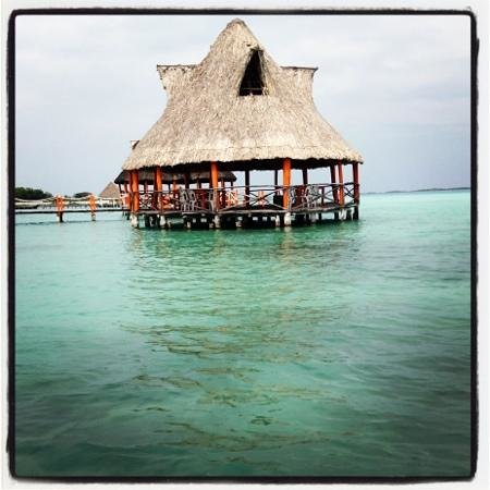Laguna de siete colores picture of hotel laguna bacalar for Villas wayak bacalar