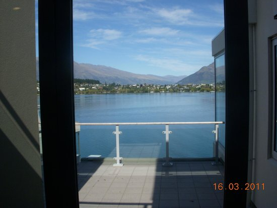 Oaks Club Resort : Lake Wakatipu from the Balcony