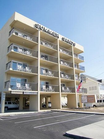 Summer Sands Suites : Street side view