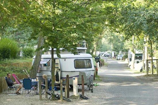 Camping Indigo Paris Bois de Boulogne : Les emplacements de camping