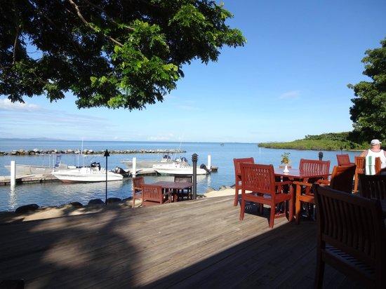 Anchorage Beach Resort: High tide sea side dining
