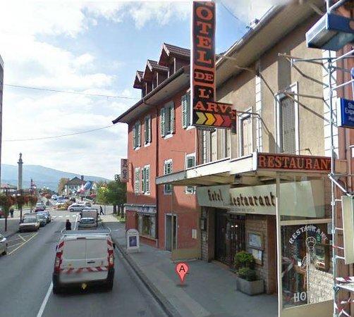 Bonneville, Frankrike: Rue du Pont, restaurant à 2 pas du centre ville