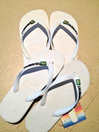 Naka Market: Cheap Slippers!