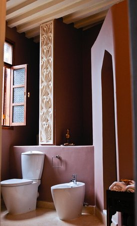 Mashariki Palace Hotel: bathroom