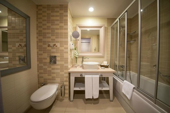 Orange County Resort Hotels: NEW BATHROOM