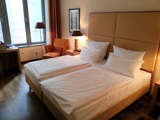 facing door bild von ameron hotel regent k ln tripadvisor. Black Bedroom Furniture Sets. Home Design Ideas