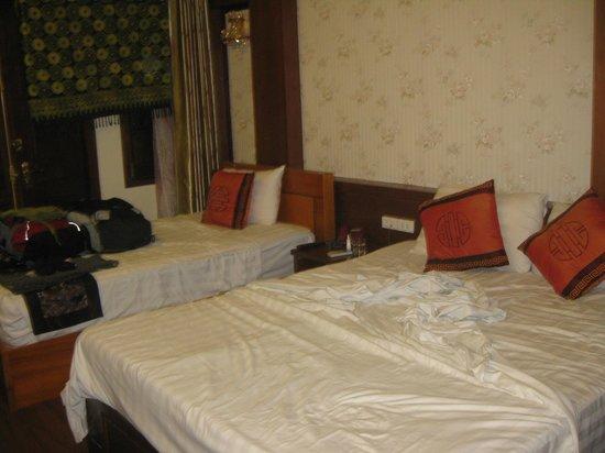 Hanoi Symphony Hotel: 2 dbl beds