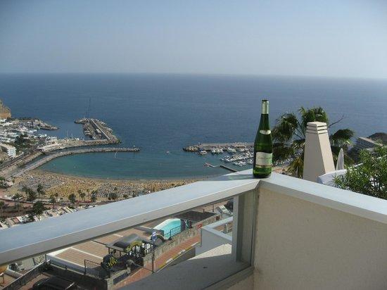 Hotel Riosol: Udsigt fra terrassen til standen og havnen i Puerto Rico