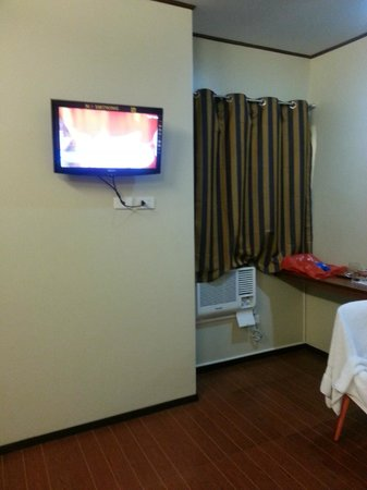 Andy Hotel: Cable TV and aircon