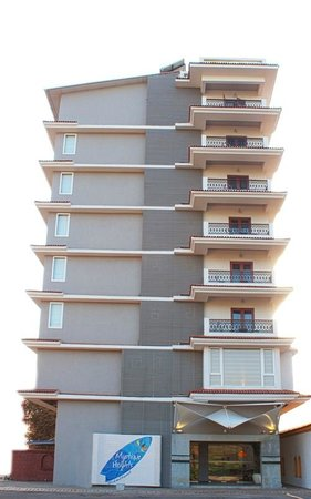 The Fern Residency Miramar Goa: Hotel Exterior