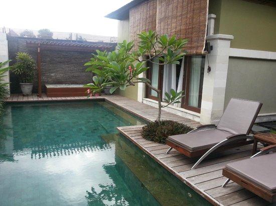ปราดหาวิลล่าเซมินยัค: Bedroom faces pool and 2nd bedroom